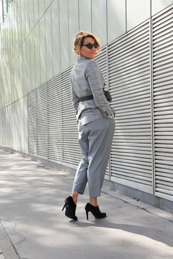 wear pleated pants
